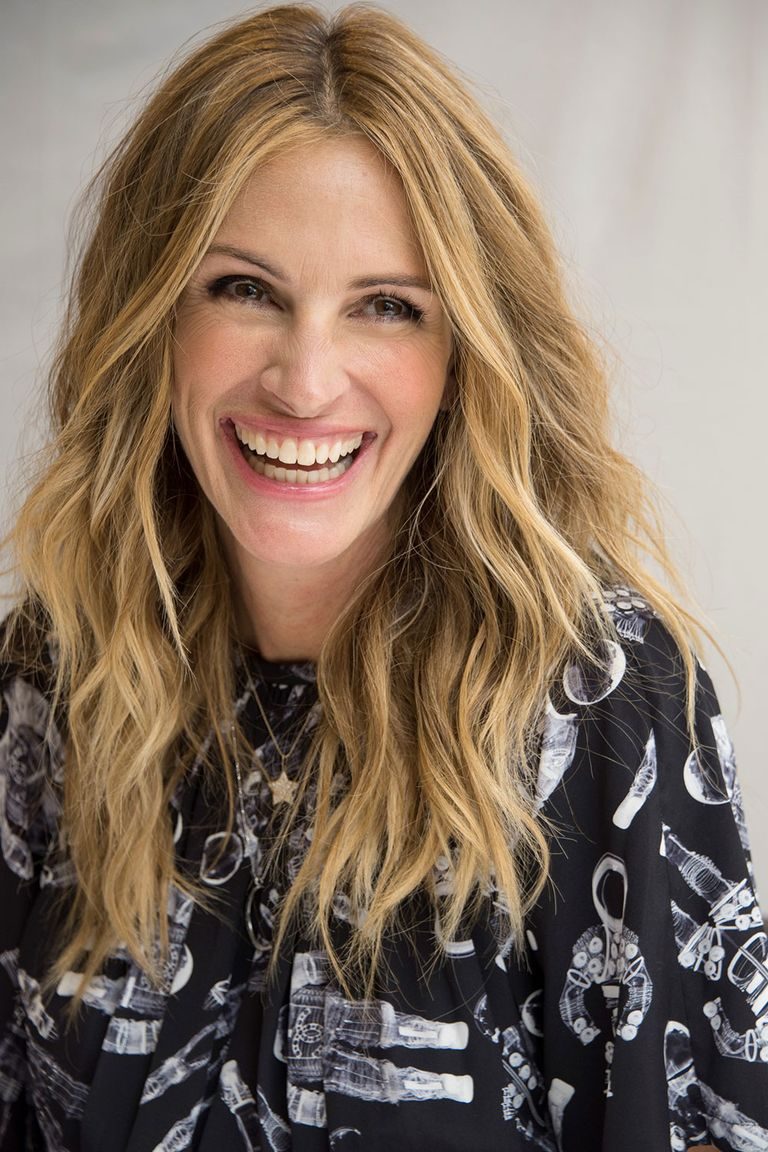 women over 50 hair styles who look younger than they actually are 1510 | julia roberts ageless 1522090328