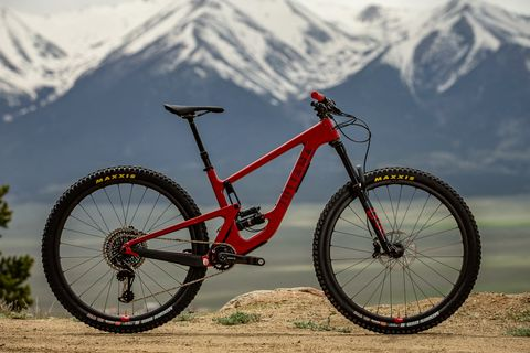 Land vehicle, Bicycle, Vehicle, Bicycle wheel, Bicycle part, Mountain bike, Bicycle frame, Downhill mountain biking, Spoke, Mountain biking,