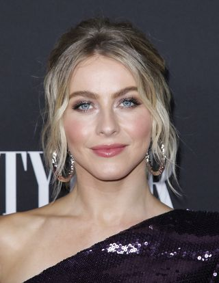 Dolly Parton S Heartstrings Netflix Cast Features Julianne