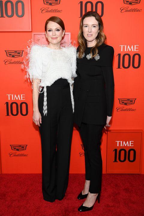 Julianne Moore y Clare Waight Kelleren la alfombra roja de la gala Time 100 2019