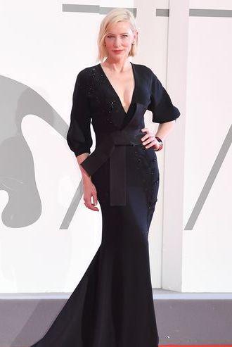 Formal wear, Dress, Fashion, Stage, Gown, One-piece garment, Waist, Blond, Fashion design, Pattern,