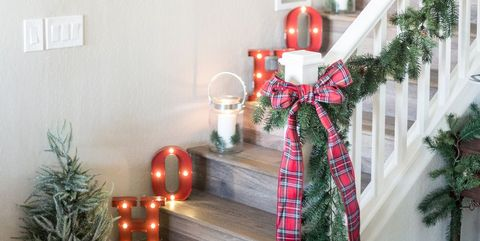 christmas staircase decor - How To Decorate A Staircase For Christmas With Deco Mesh