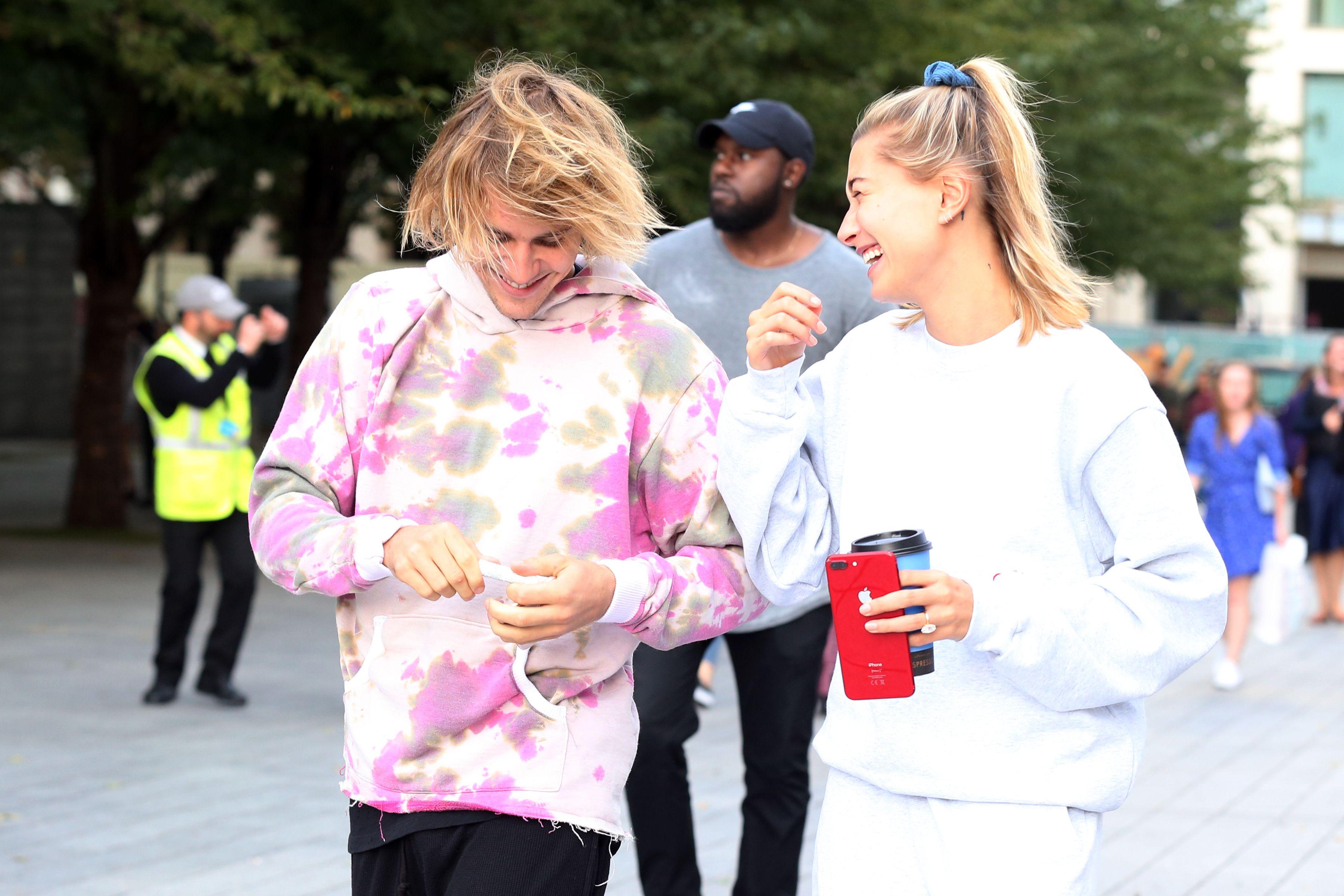Il fidanzamento ufficiale come Justin Bieber e Hailey Baldwin è ok farlo con qualcuno conosciuto da poco