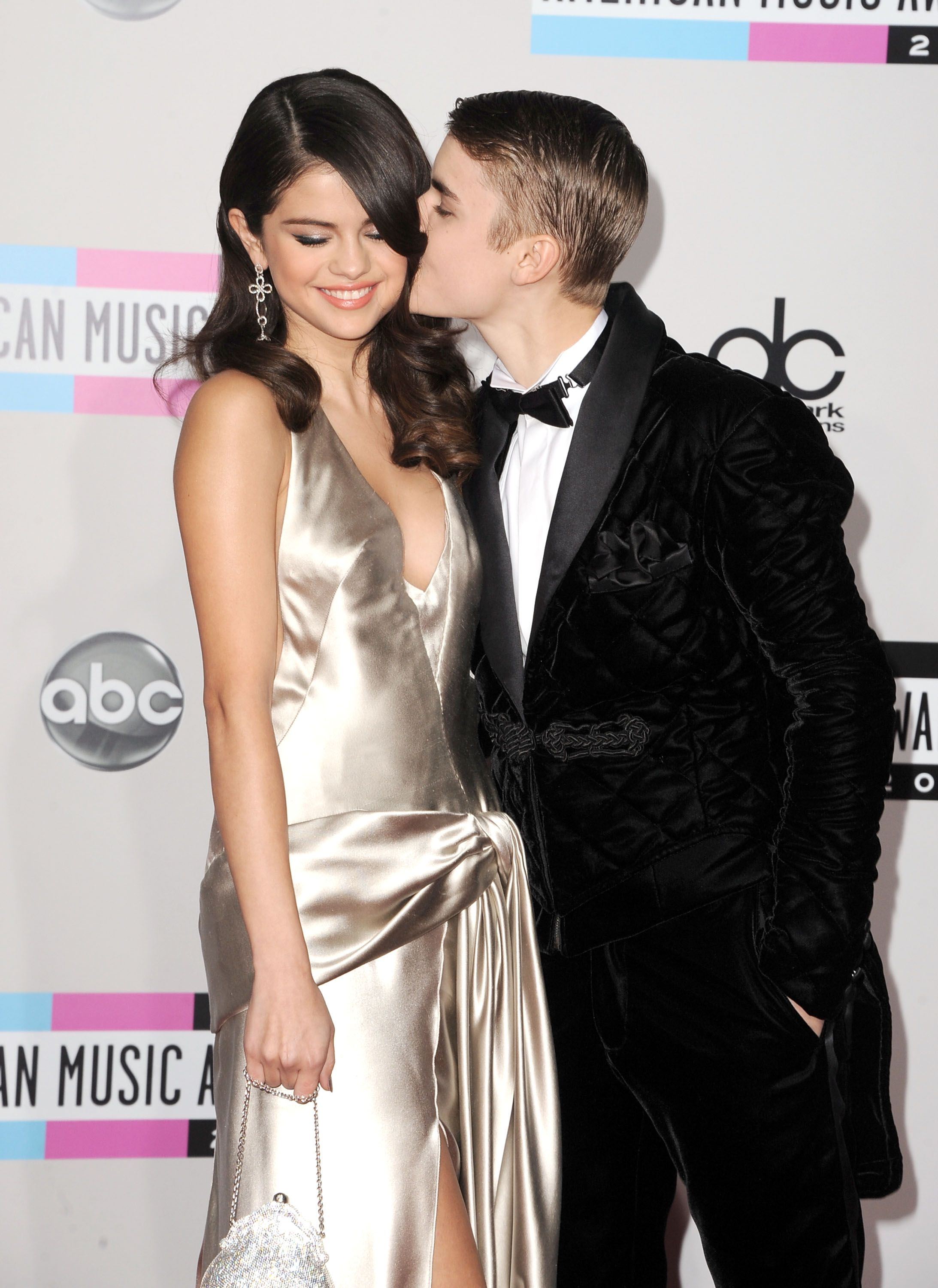 Is justin bieber dating selena gomez