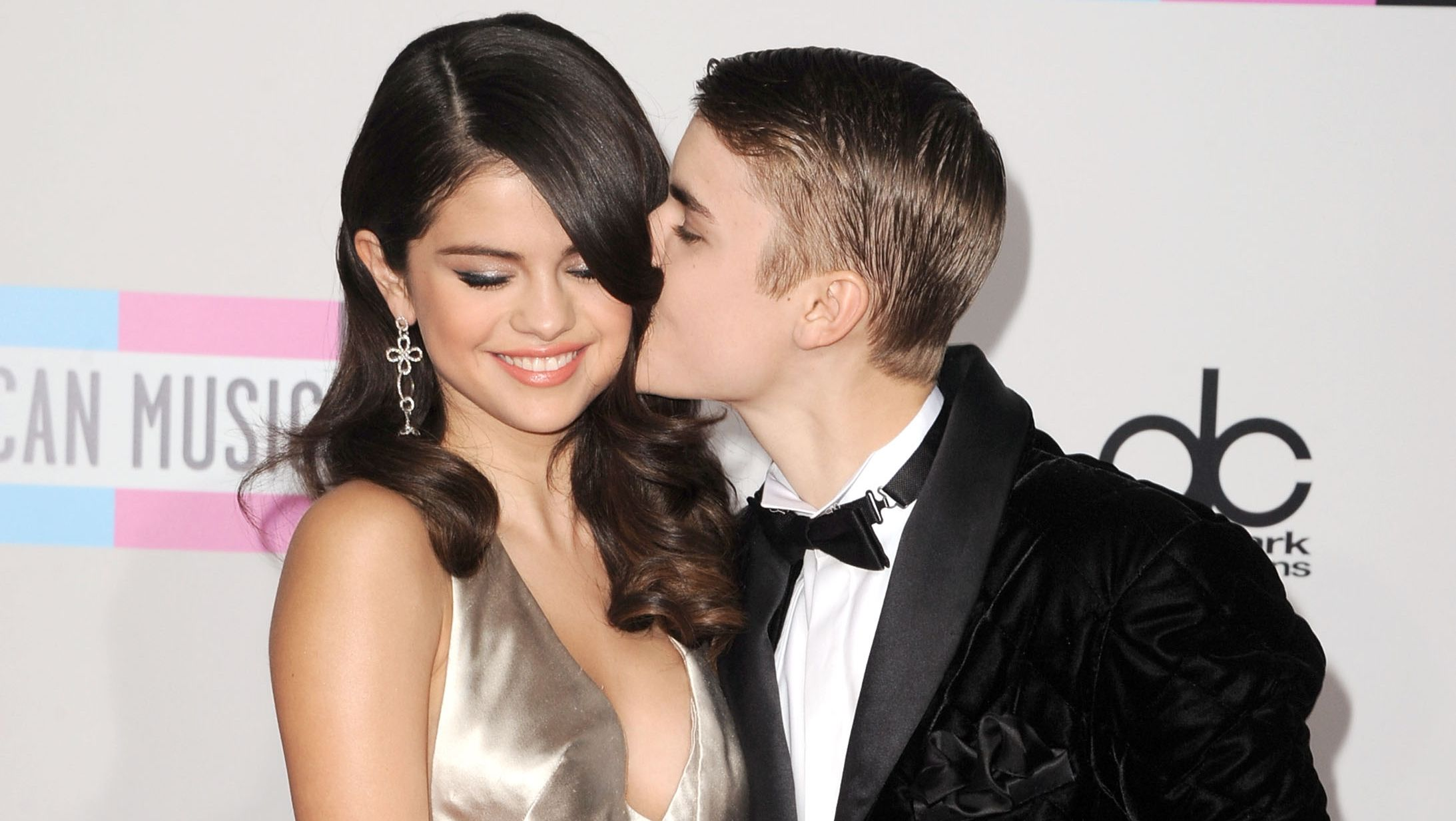 Justin Bieber and Selena Gomez's relationship timeline of ... Justin Bieber Selena Gomez 2009