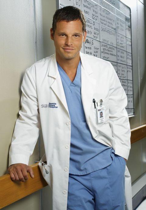 Physician, White coat, Uniform, Medicine, White-collar worker, Job, Medical assistant, Suit, Health care provider, Service,