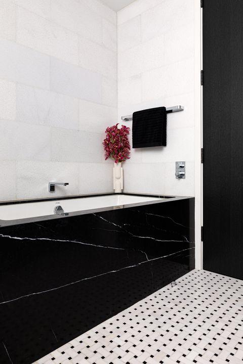 black marble bathtub, white and black square tiles