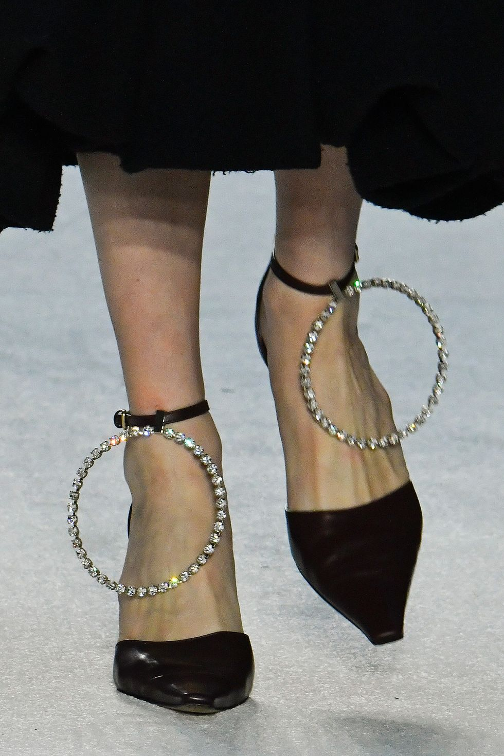 jw-anderson-fall-2020-runway-rhinestone-shoes-1581991635.jpg (980×1470)