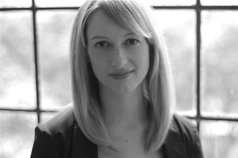 La curatrice Katherine Brinson