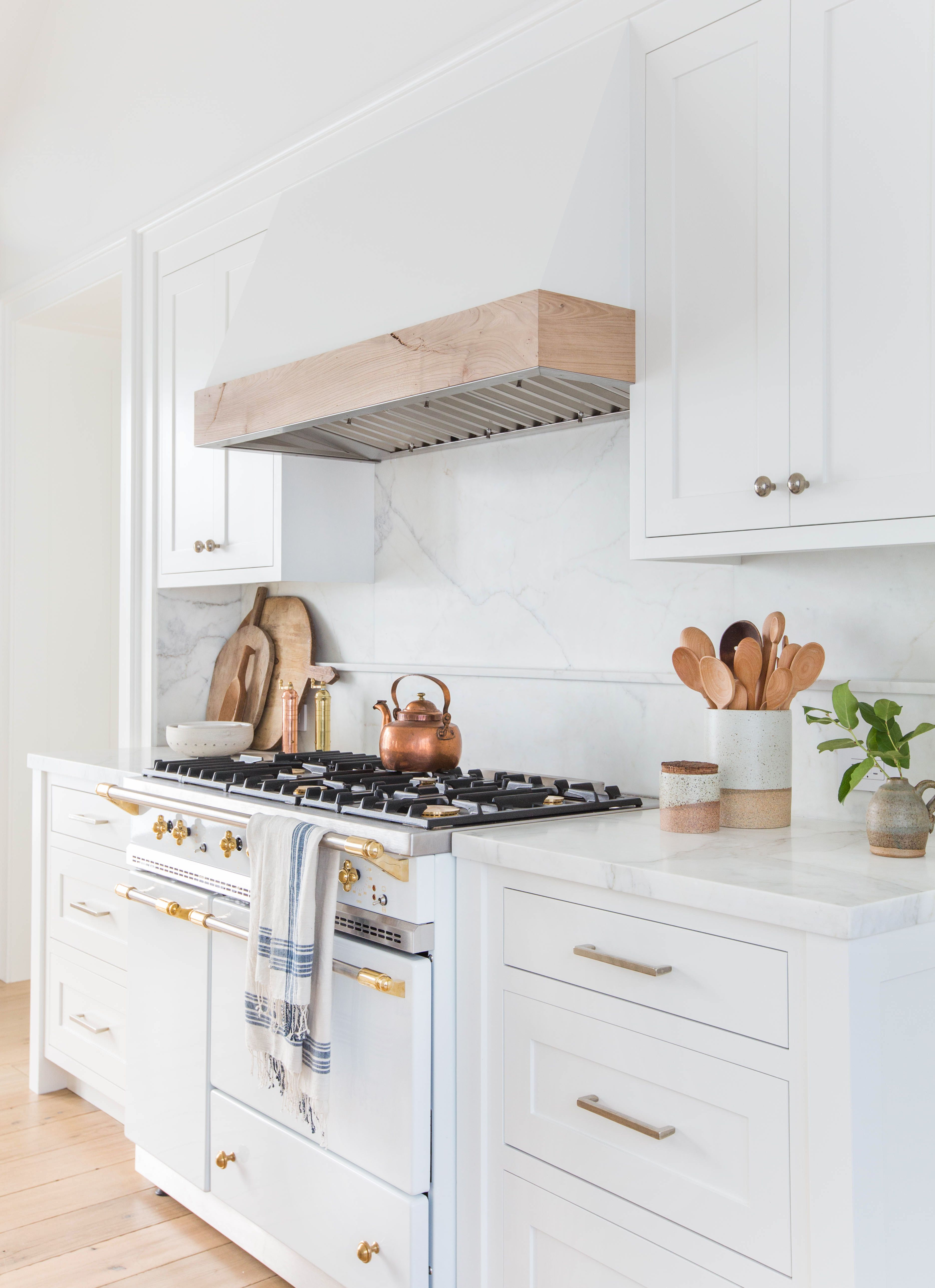 Courtesy of Tessa Neustadt. White kitchens ... & 17 White Kitchen Cabinet Ideas - Paint Colors and Hardware for ...
