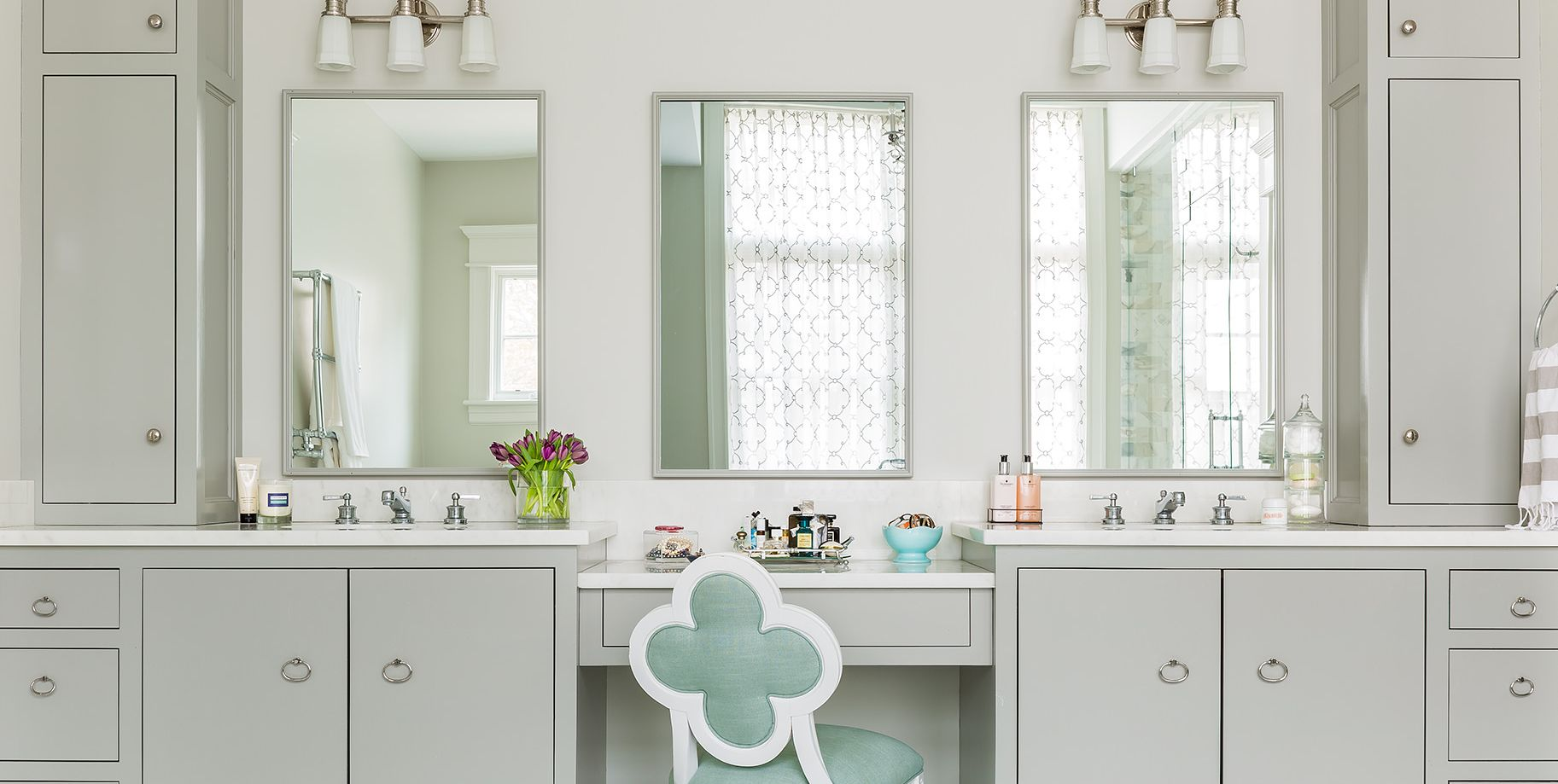 10 Bathrooms That Prove Gray & White Is The New Black & White
