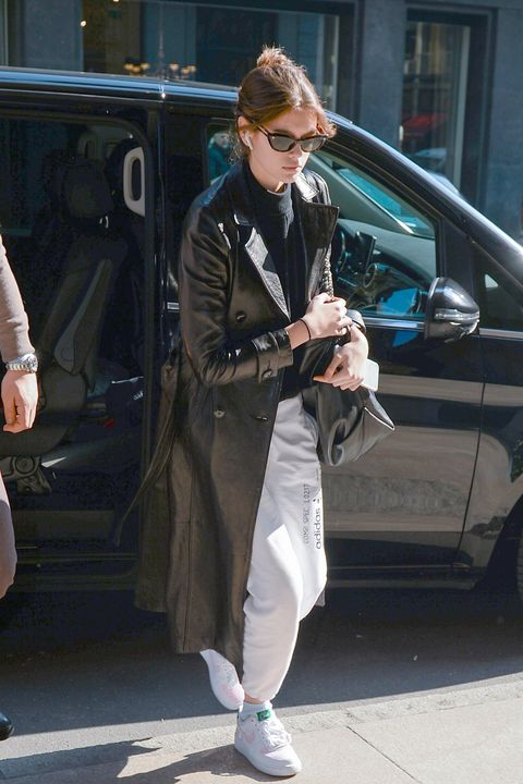 Street fashion, Sunglasses, Fashion, Snapshot, Eyewear, Musician, Footwear, Street performance, Textile, Car,