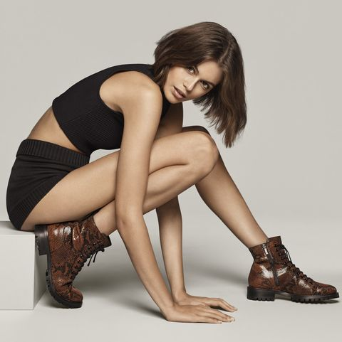 Leg, Human leg, Sitting, Photo shoot, Beauty, Thigh, Model, Footwear, Fashion, Knee,