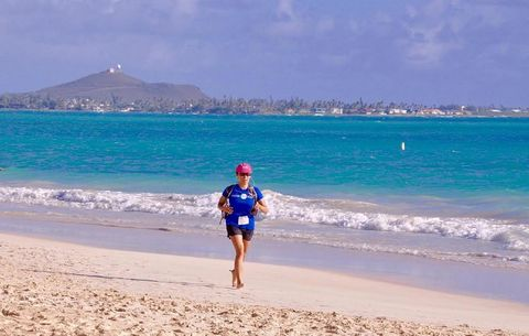 Fansu Ku running in Kailua