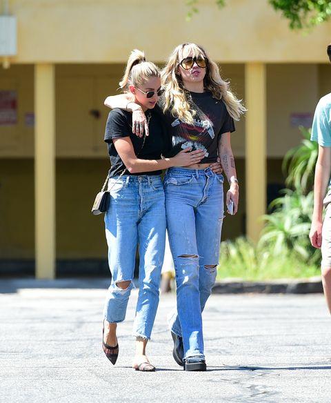 Jeans 2019, la moda è matchy come Miley Cyrus e Kaitlynn Carter