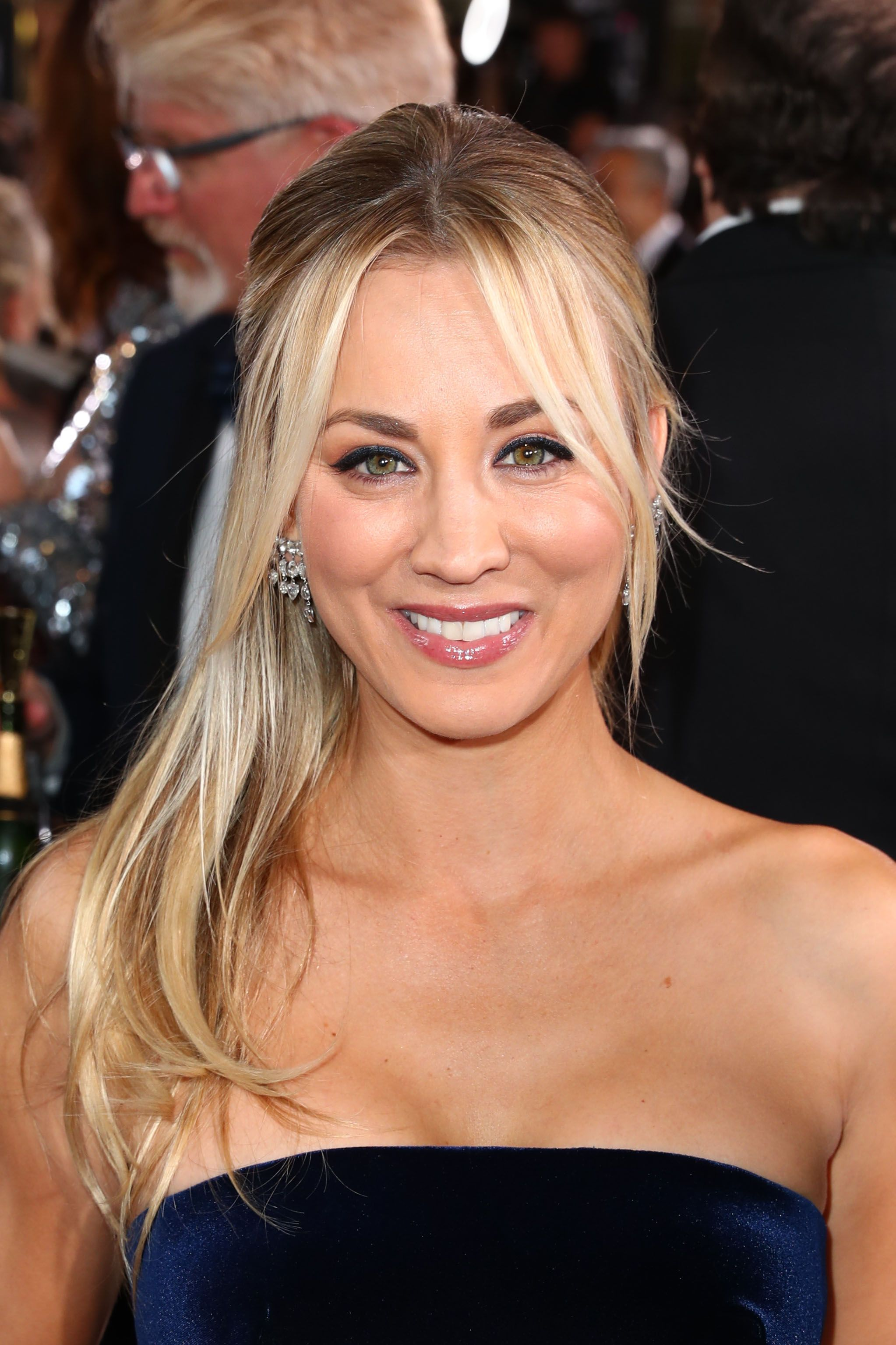Kaley Cuoco Shares Sweet Goodbye Images Of Big Bang Theory Cast