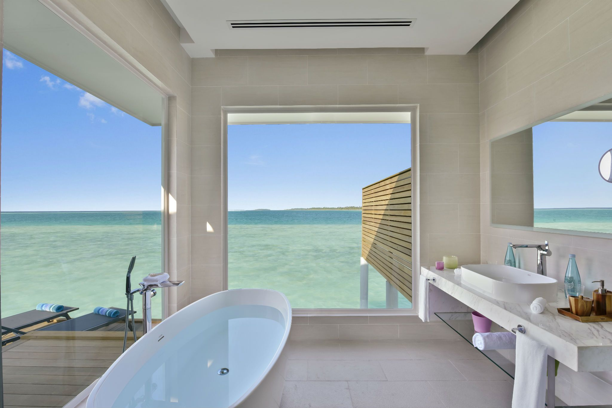 Bathtub views - 18 luxury bathrooms with incredible views
