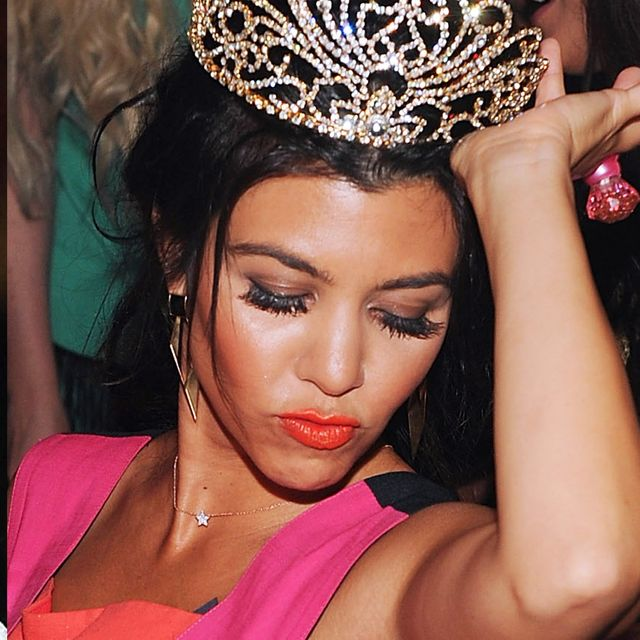 Headpiece, Hair, Hair accessory, Clothing, Eyebrow, Tiara, Fashion accessory, Hairstyle, Beauty, Forehead,
