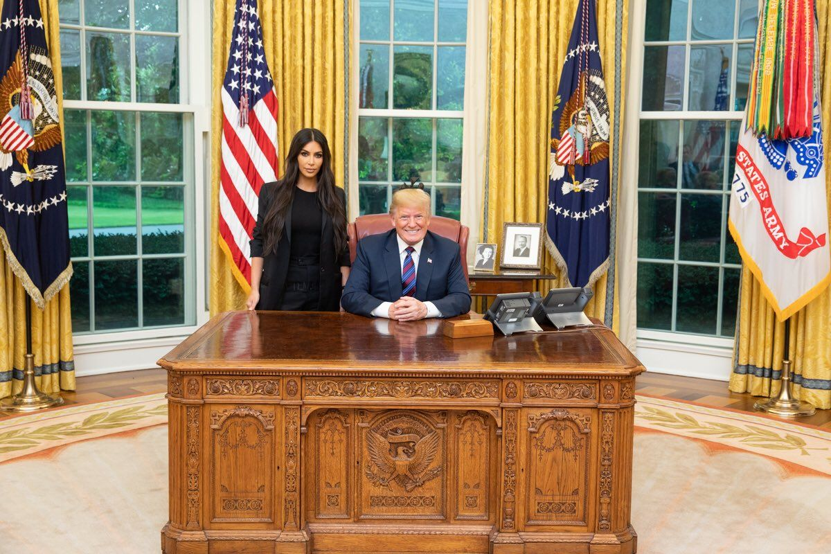 oval office picture. Kim Kardashian West And Donald Trump Met In The Oval Office To Talk About Prison Reform Picture A