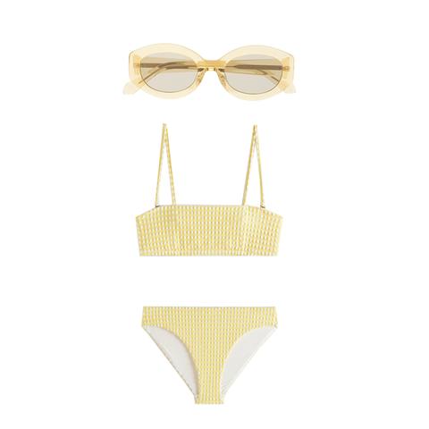 geblokte bikini en ronde bril