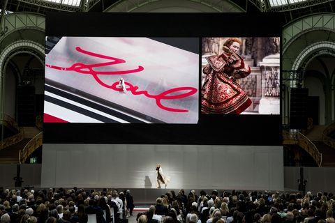 卡爾拉格斐:「我們創造時尚,而他理應要帶給人們快樂。」追思會眾人深深致意老佛爺創造關於時尚的一切