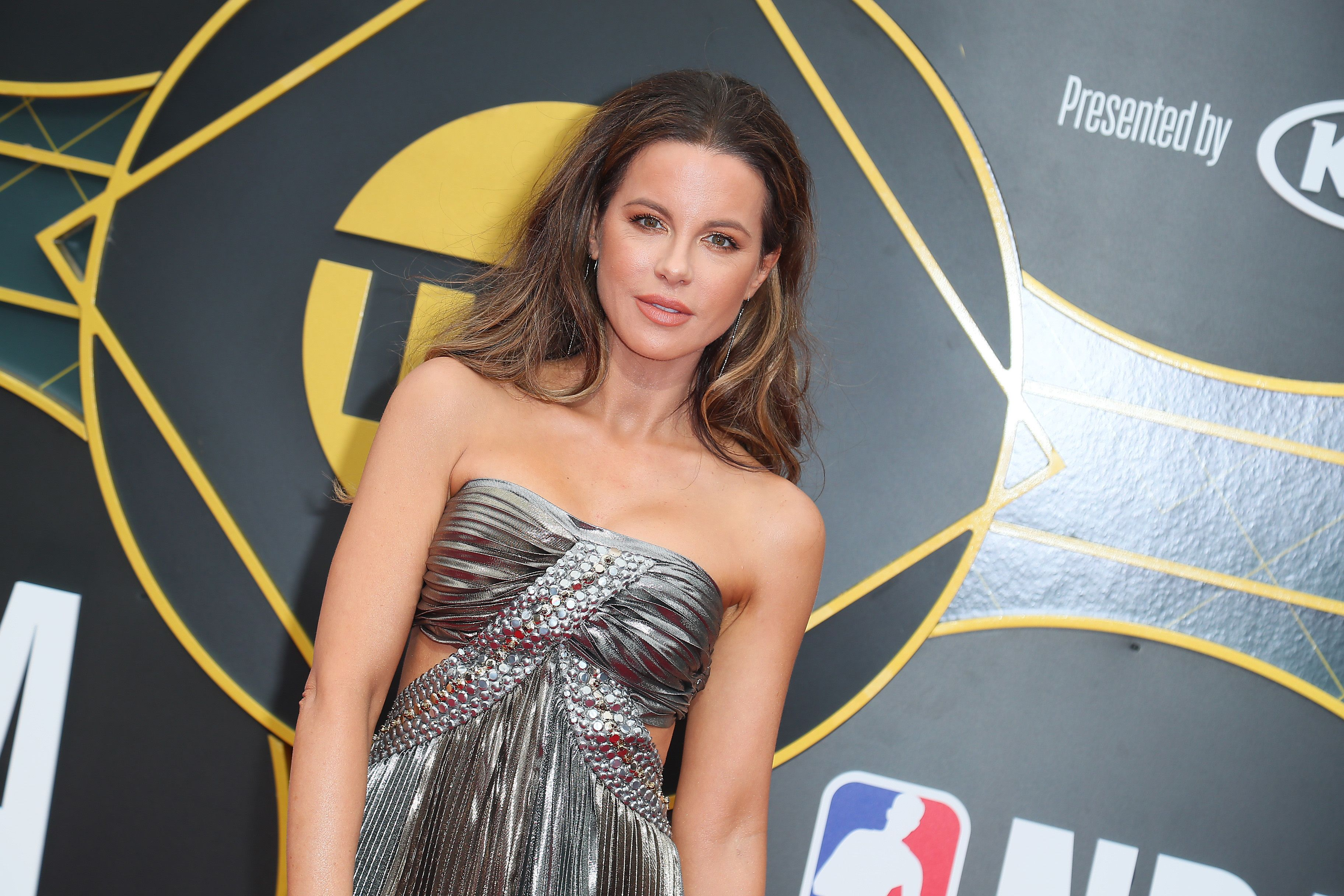 Kate Beckinsale Shows Off Her Incredibly Toned Legs And Abs In Instagram Photo