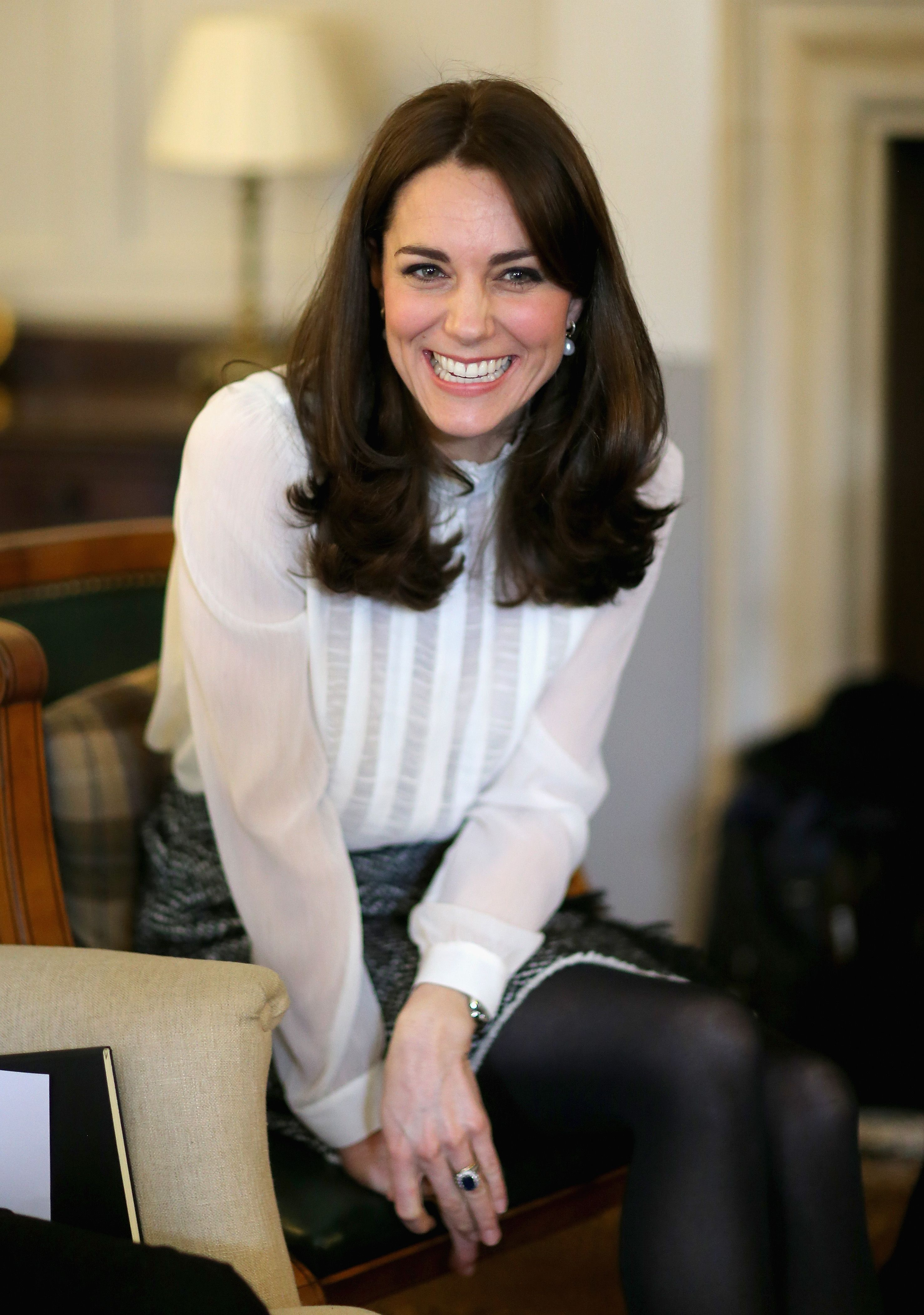 kate middleton s new lighter hair colour has blonde highlights harper s bazaar