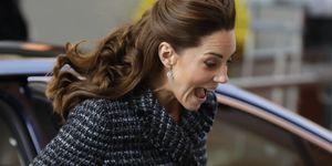 Kate Middleton casi enseña más de la cuenta por culpa del viento