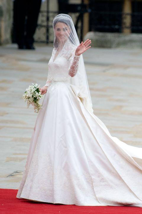 La versione di H M e low cost dell abito da sposa di Kate Middleton ... 7351309f234