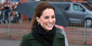 Kate Middleton con abrigo verde oliva de Sportmax en Blackpool