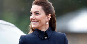 Kate Middleton brengt subtiel eerbetoon aan Alexander McQueen in nieuwe look.