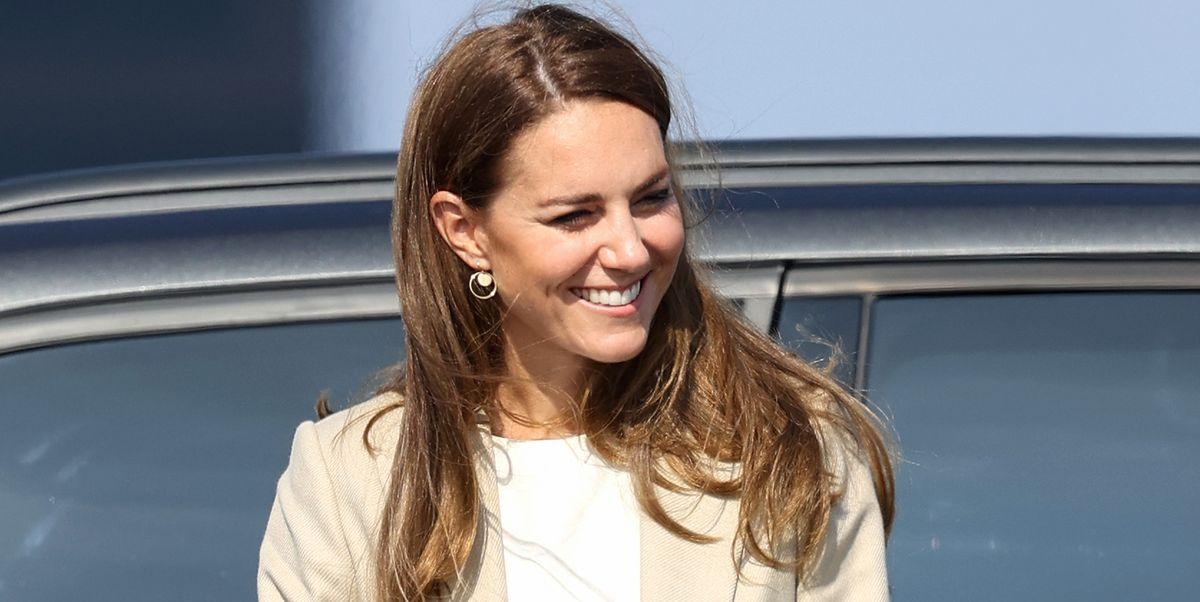 Kate Middleton wears chic Reiss blazer to meet RAF troops behind Afghanistan evacuation