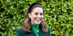 Kate Middleton gehuld in groene look tijdens bezoek aan Ierland.