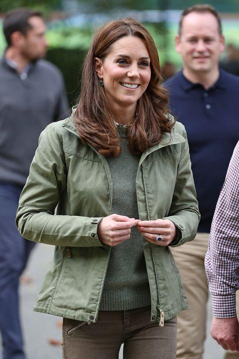 Kate Middleton jeans moda autunno 2018, skinny e sportivi come vuole la tendenza
