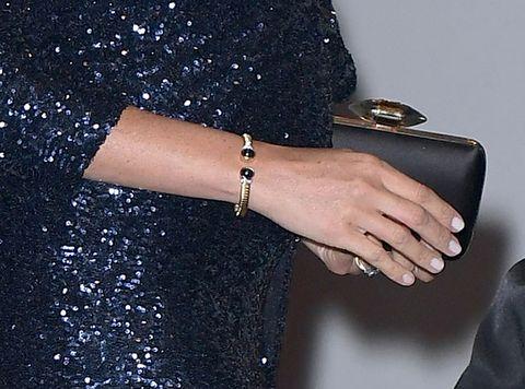Royal Family News: Kate Middleton e Meghan Markle e la borsa nella mano sinistra