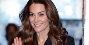 Kate Middleton tijdens een theater voorstellingin Londen in een ontwerp van Nederlandse makelij.
