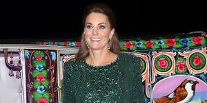 Kate MIddleton con vestido de fiesta largo de lentejuelas en Pakistán