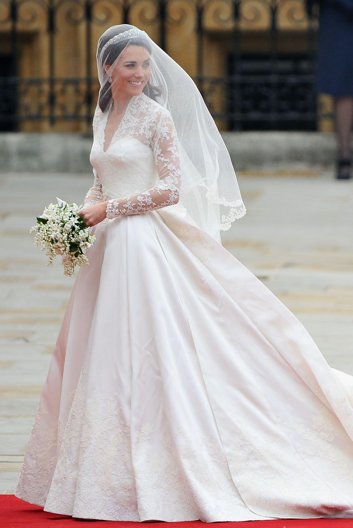 kate and pippa middleton royal wedding 2011