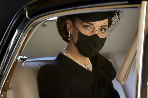 L'abito scollato di Kate Middleton al funerale del principe Filippo