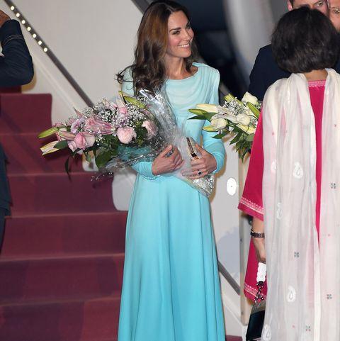 Kate Middleton Con El Vestido Largo Tradicional De Pakistán