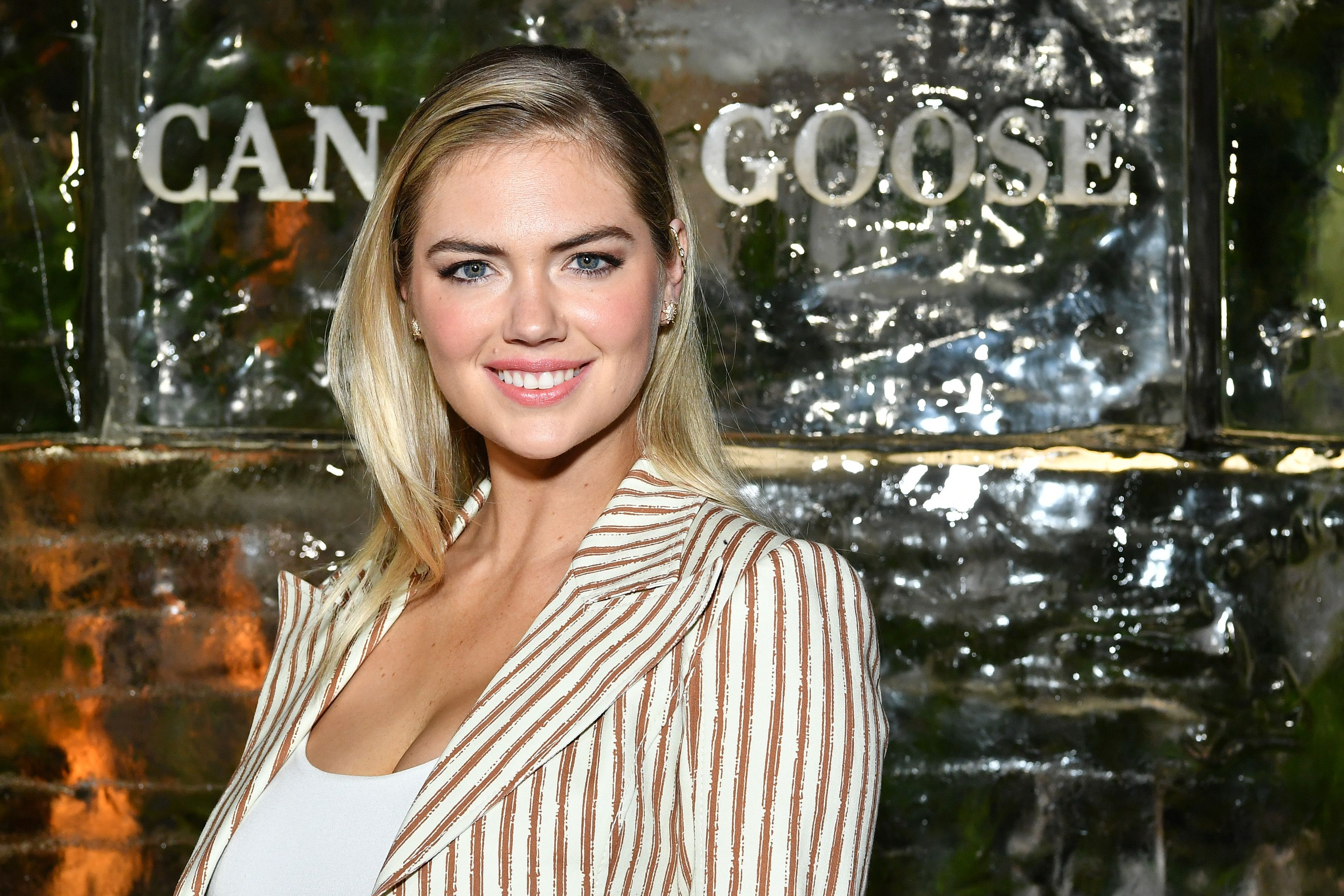 Kate Upton Set A New Pr While Doing Hip Thrusts In Her Gym