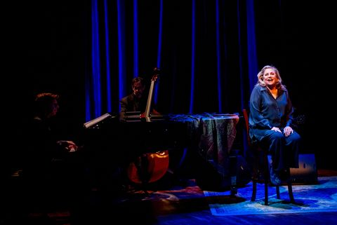 Kathleen Turner is Finally Having the Time of Her Life