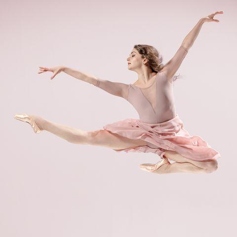 Athletic dance move, White, Ballet dancer, Dancer, Ballet, Ballet tutu, Pink, Footwear, Dance, Leg,