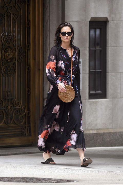 Katie Holmes vestido negro flores verano