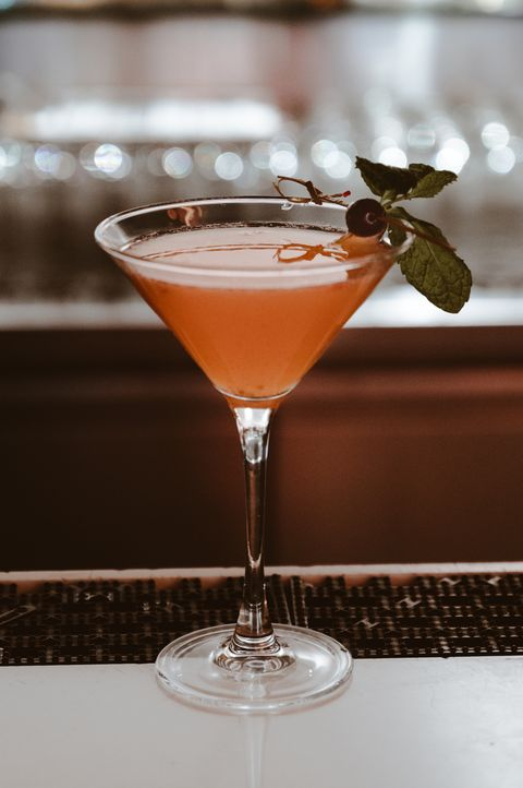 drink, classic cocktail, alcoholic beverage, martini glass, non alcoholic beverage, cocktail, distilled beverage, bacardi cocktail, food, corpse reviver,