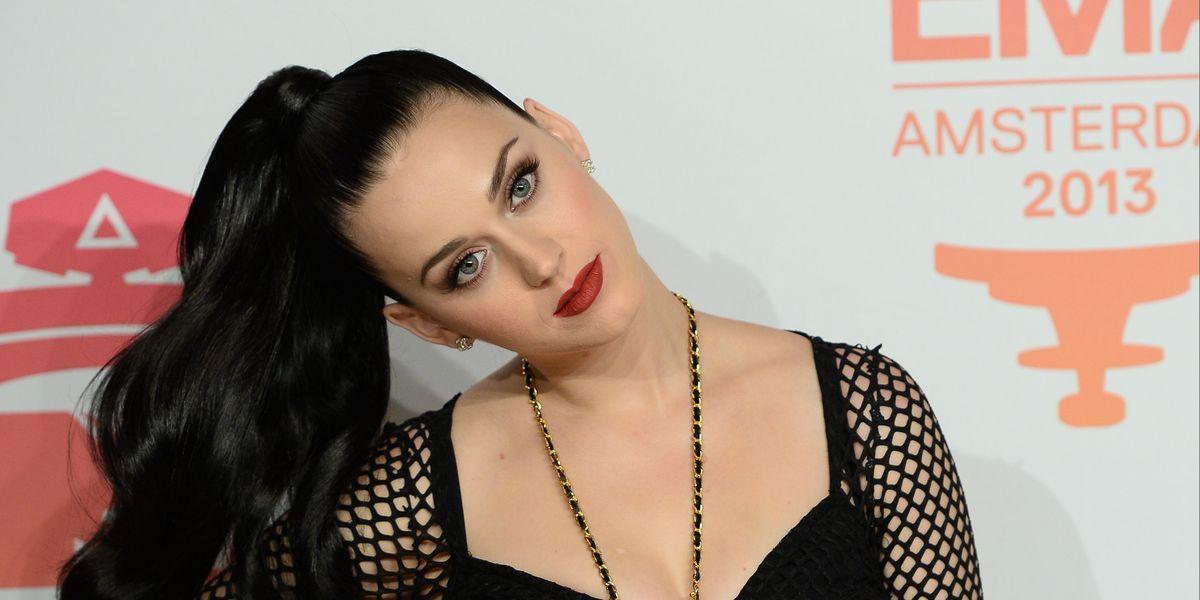 ¡Katy Perry de vuelta a su icónico tono negro!