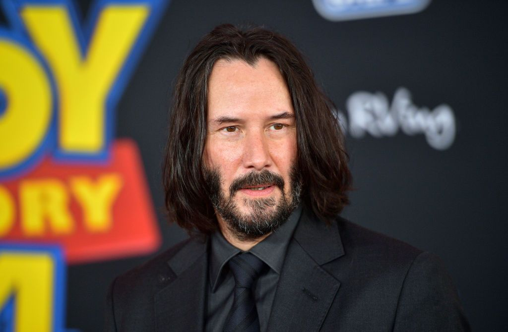 Keanu Reeves se acuerda de los fans también mientras rueda
