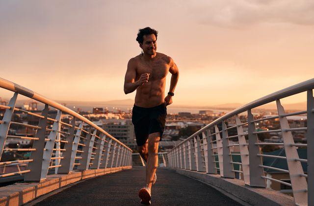 corredor marcando tableta de abdominales
