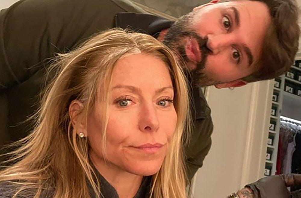 Kelly Ripa Posts Makeup-Free Selfie To Instagram Proving She's Basically Always Glowing
