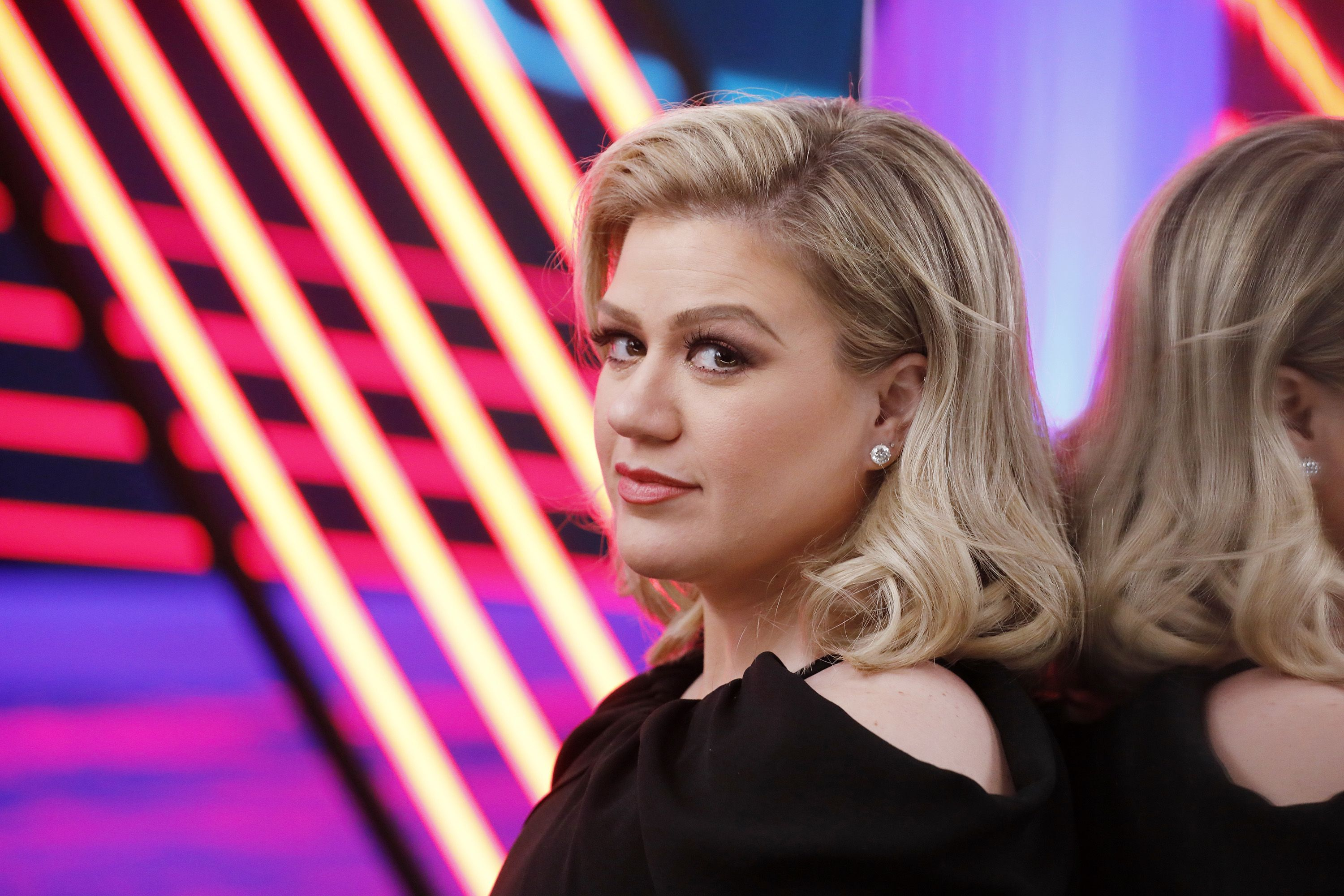 "Kelly Clarkson Reveals Why She Felt ""Bitter"" After Winning 'American Idol'"